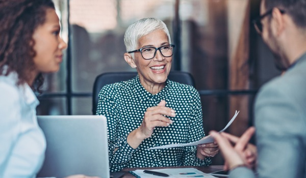 senior-businesswoman-talking-to-her-team-picture-id1178385552